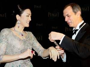 16 Piaget CEO Philippe Leopold-Metzgerceo with PIAGET Global Ambassador GONG Li 2